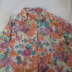 5/$25 2X button down floral blouse
